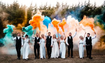 """Esküvői Dj a legújabb trend nyomán, buli a színes """"felhők"""" felett."""