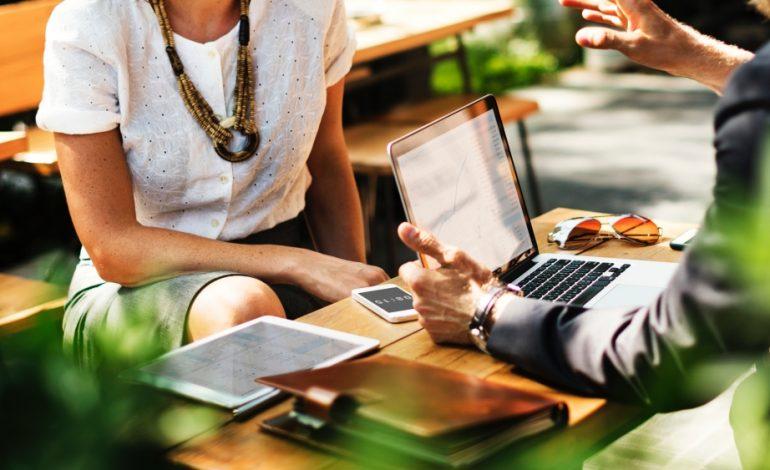 Mit nyújt az online álláspiac a hirdetőknek és a munkát keresőknek?